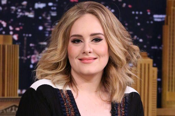 Utilizzate un primer viso che mantenga l'idratazione durante tutta la giornata per avere un incarnato come quello di Adele