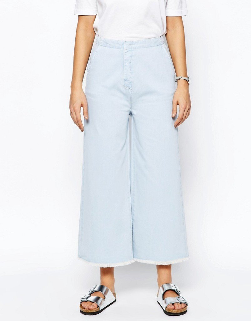 Jeans lavaggio azzurro con fondo grezzo e molto ampio (Asos Denim)