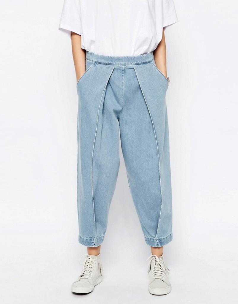 Mom jeans con pieghe sul davanti (Asos White)