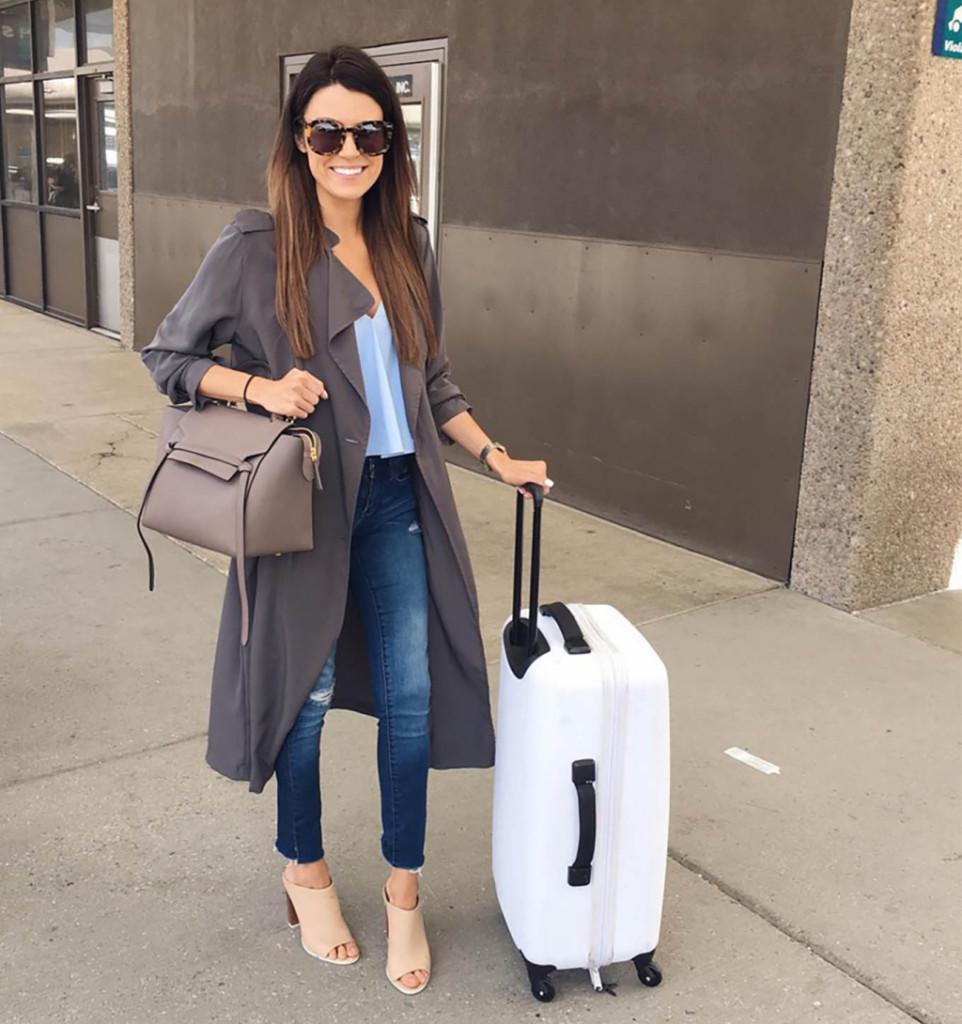 Jeans e trench sono perfetti per uno stile metropolitano. Photo credits: Christine Andrew @hellofashionblog on Instagram