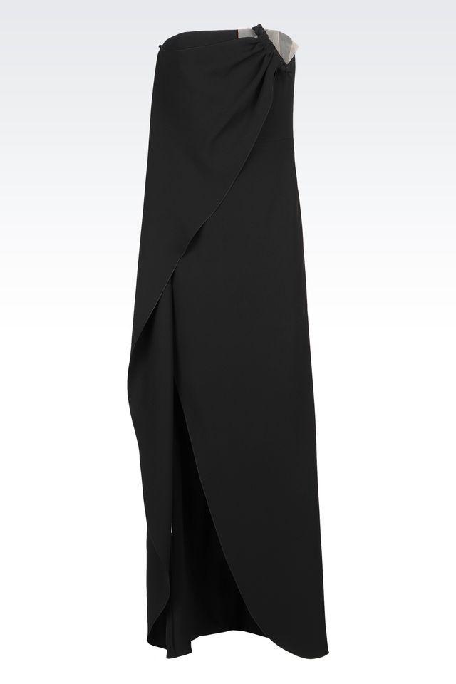 Giorgio Armani abito da sera monospalla con motivo a portafoglio davanti.