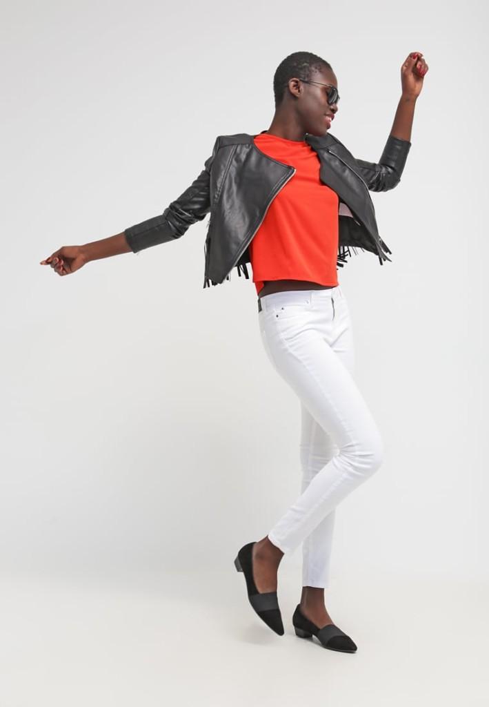 Outfit: skinny bianchi t-shirt arancio e giacca in finta pelle black by Noisy May NMLIPP (Zalando)