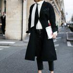 Jeans e trench elegante