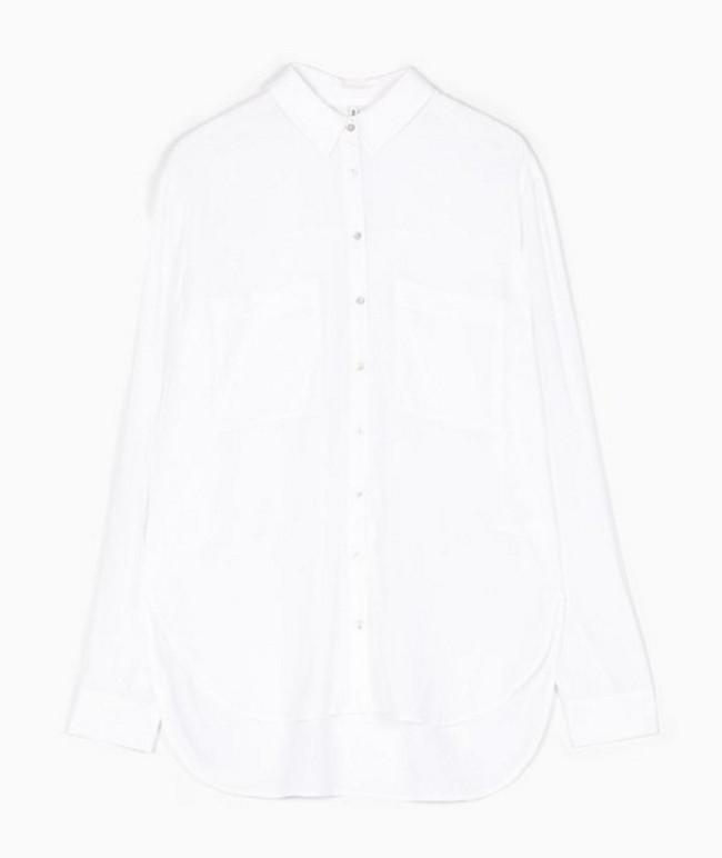 Il bianco è un grande classico anche della P/E 2016. Camicia Stradivarius.