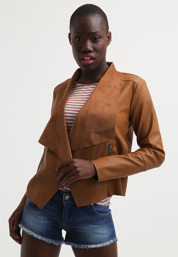 Outfit: shorts e maglia a righe con giacca in finta pelle - oak brown  by Vila VIEZRA (Zalando)
