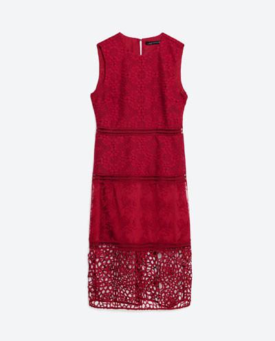 Il cremisi è uno dei colori outsider di stagione. Abito Zara.