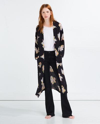 Zara cappotto vestaglia con fantasia a fiori.