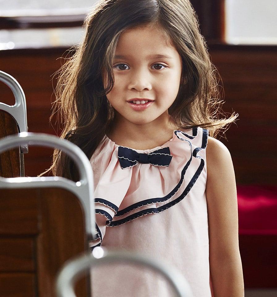 Un abito elegante ma non sfarzoso per bambina di Armani.
