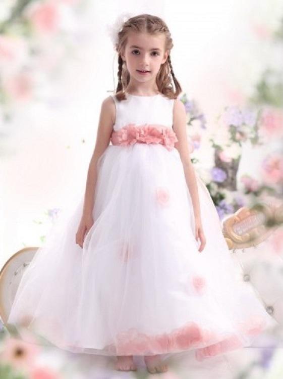 Abito cerimonia bambina in organza e raso - foto by sposamore  Abito  damigella in raso e tulle con scollo dolce a v - foto sposaamore ... b93c2f14c75