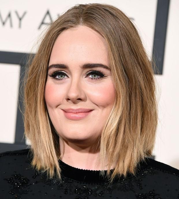 Un look acqua e sapone quello di Adele, ma che lascia il segno, è infatti uno dei più richiesti e copiati. Foto di wennermedia.com