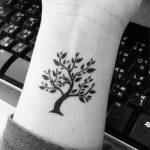 Tatuaggio famiglia: i simboli e le frasi più belli | UnaDonna