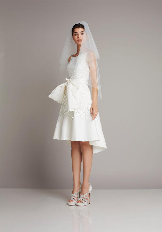 b30de36633b5 Abito da sposa corto con velo collezione 2016