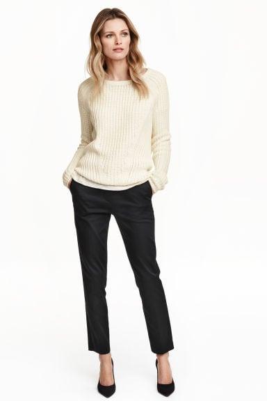 Pantaloni neri by H&M 19,99 euro.