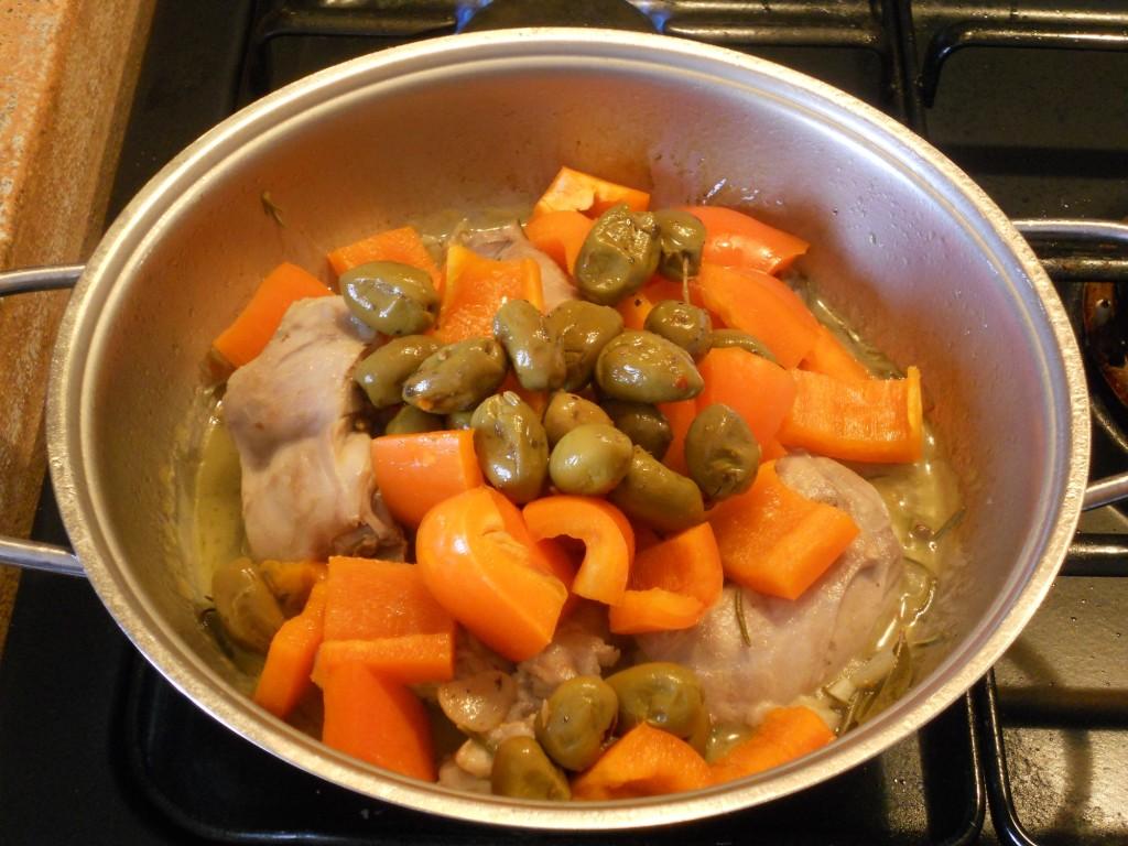 coniglio con peperoni e olive 8