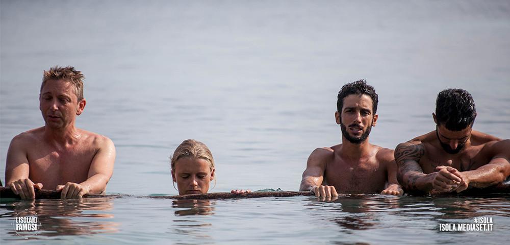 Nella prova di apnea Mercedesz Henger ha fatto prendere uno spavento a tutti: è rimasta sott'acqua parecchio tempo e sembrava stesse per soffocare! Per fortuna era un falso allarme.