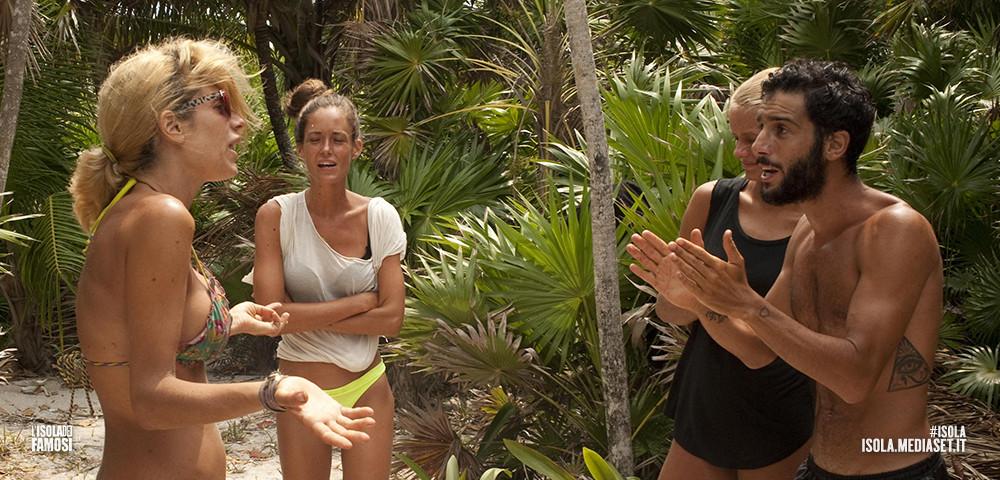 Negli ultimi giorni, un'accesa discussione vede protagonisti Paola e Jonas. Il motivo del litigio? Un cocco!