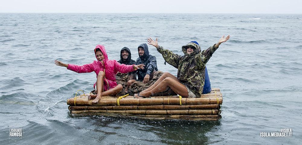 I naufraghi sono in partenza verso casa e dicono addio all'isola
