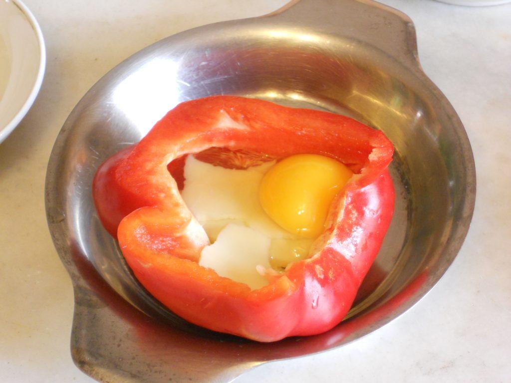 uova e asparagi nel peperone 5