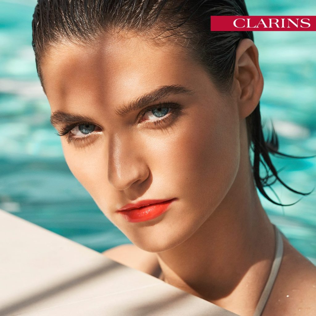 Base viso leggera anti-caldo: è importante scegliere prodotti dalle texture leggere e buone performance.