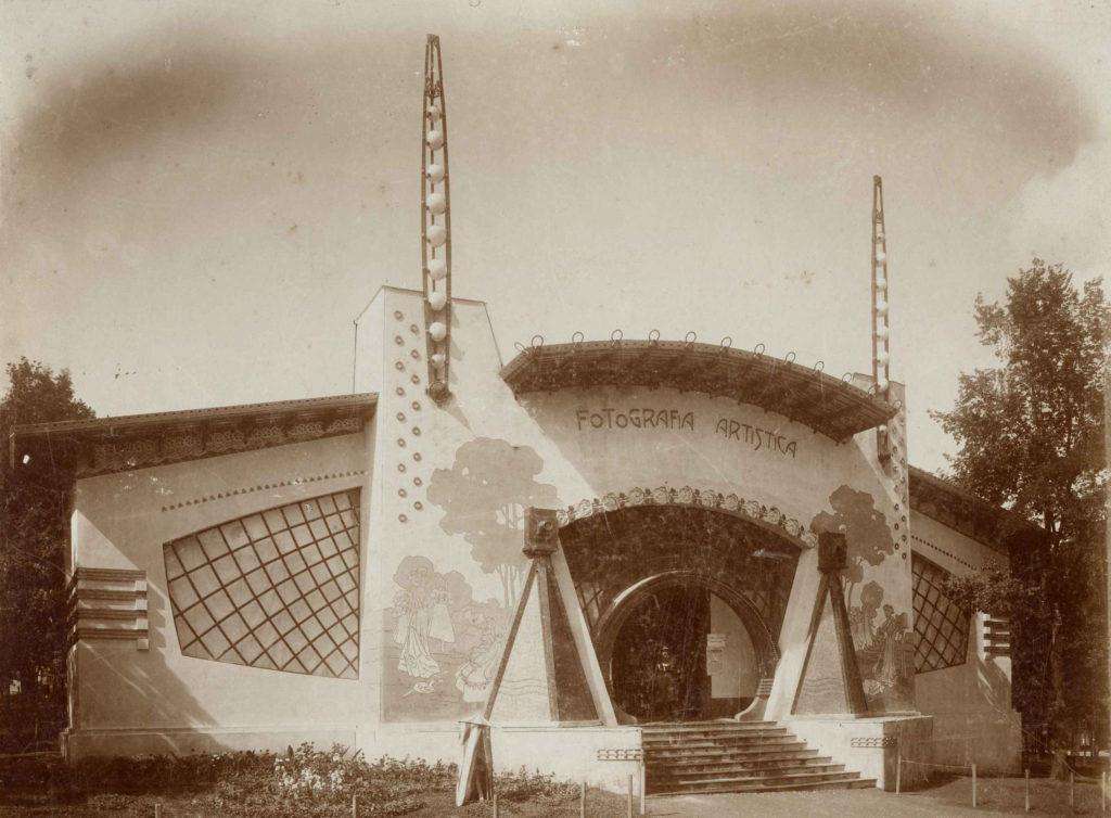 Raimondo D'Aronco - Padiglione della Fotografia Esposizione Internazionale d'Arte Decorativa di Torino, 1902 Fotografia in bianco e nero, 230x292 mm © Civici Musei di Udine, Gallerie del Progetto