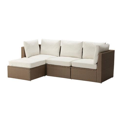 Combina diverse sedute per creare un divano dalla forma e dalla misura adatte allo spazio all'aperto