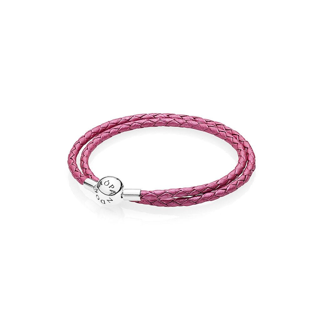 Bracciale in Pelle Intrecciata Rosa Caprifoglio Giro Doppio Pandora, con riflessi metallizzati.