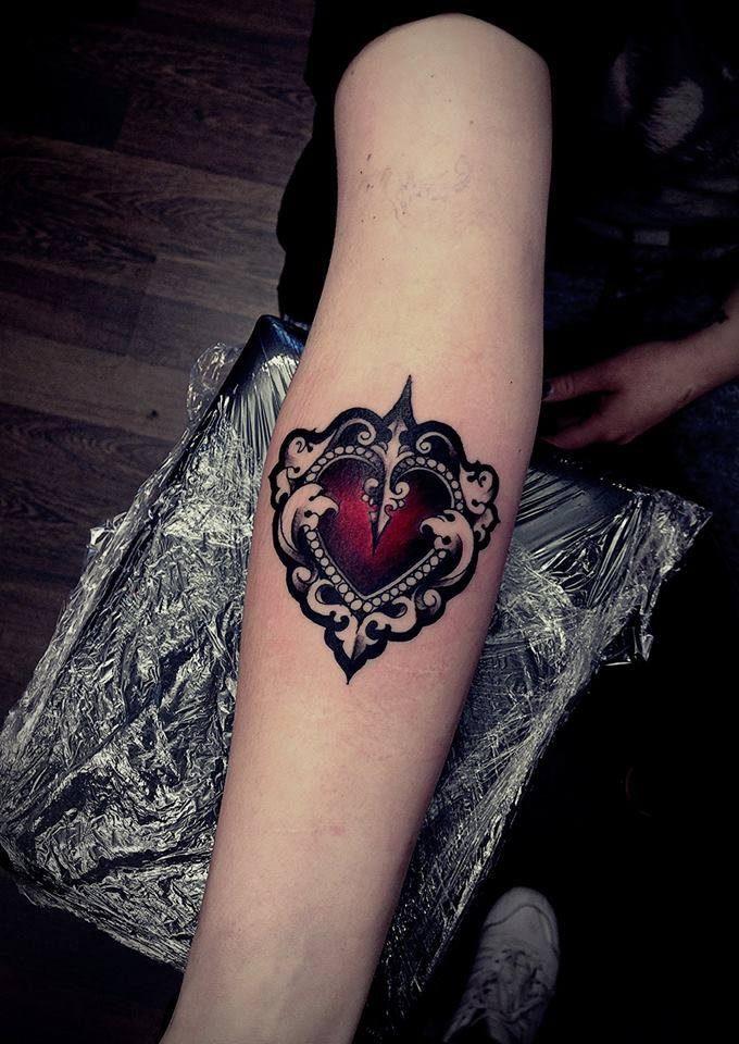 Cuori - Officina Tattoo & piercing Studio Milano (immagine tratta dalla pagina da Facebook: www.facebook.com/officina.tattoo.piercing.studio/?fref=ts)