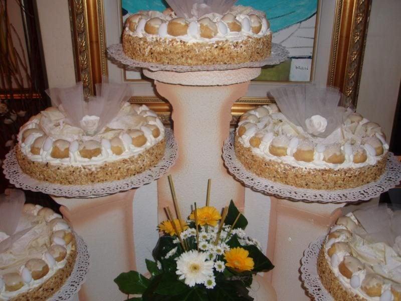 Torta classica Saint Honore composta di pasticceria villa dei cedri