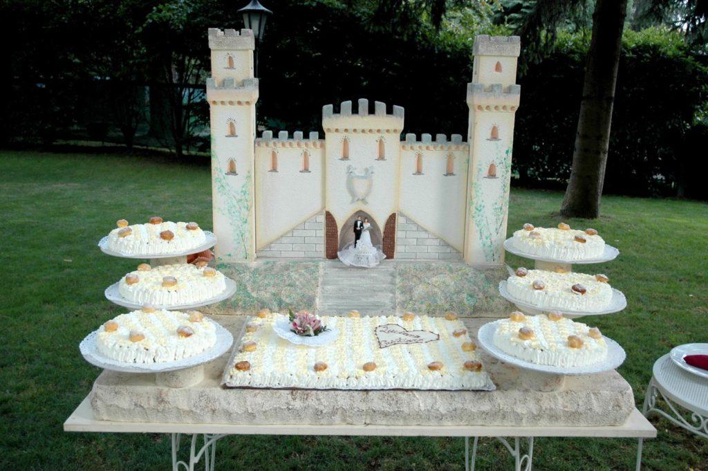 Saint Honore con scenografia de  castello de isolaro