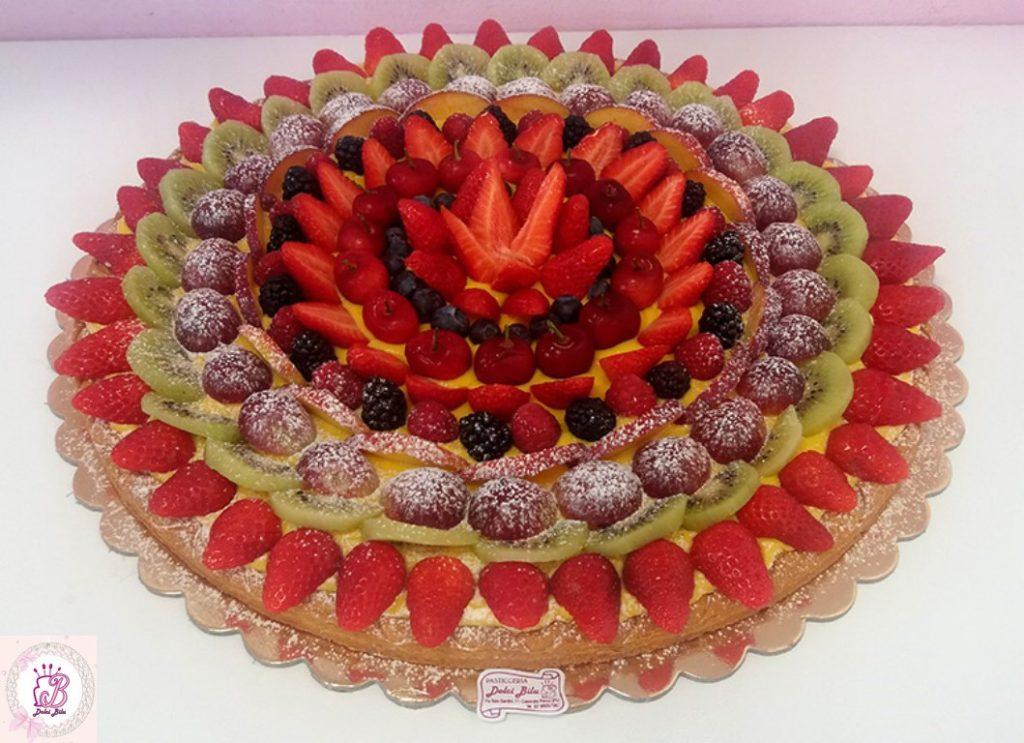 Crostata con frutta mista di dolci blu