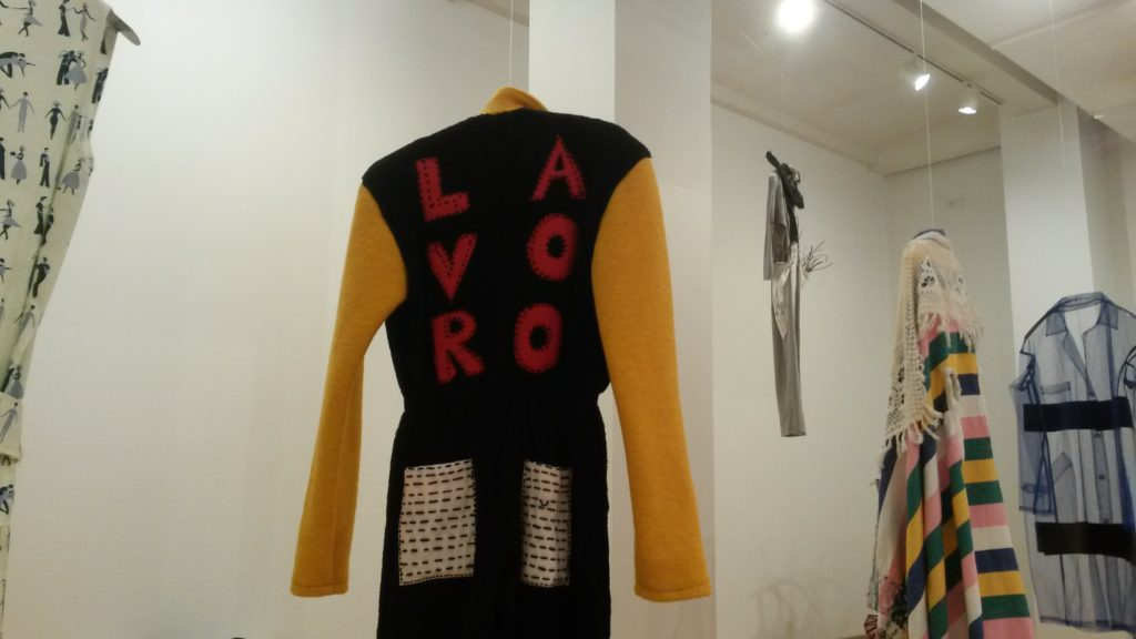 Moda, arte e design si incontrano in questa mostra, che indaga il significato profondo della parola