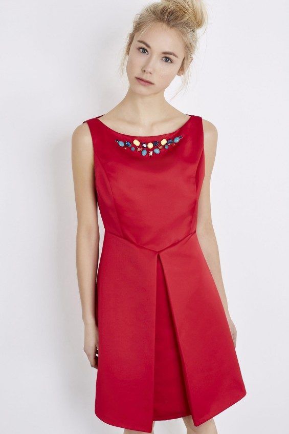Abito in duchesse con scollo gioiello by Liu Jo.