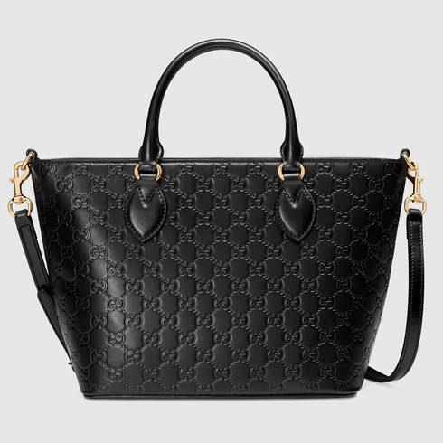 Gucci, borsa shopping in pelle nera con GG Signature in rilievo