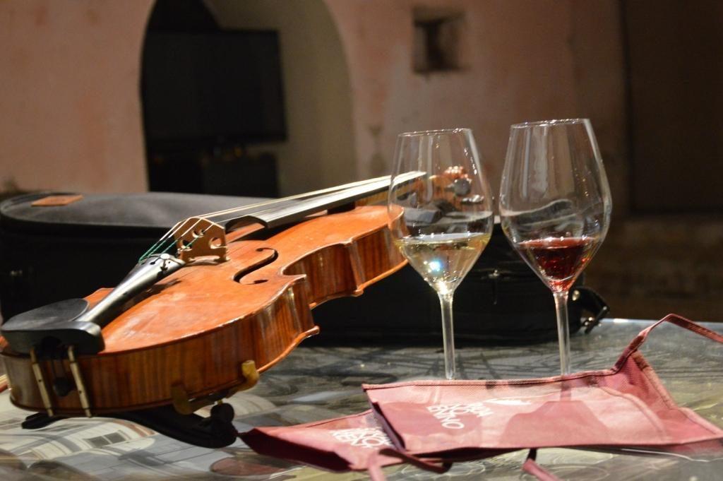 Castelli di Vini - Archivio Strada del Vino e dei Sapori del Trentino