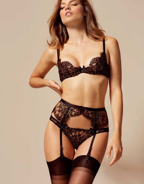 Completo con reggicalze Naugthy Syles by Agent Provocateur.
