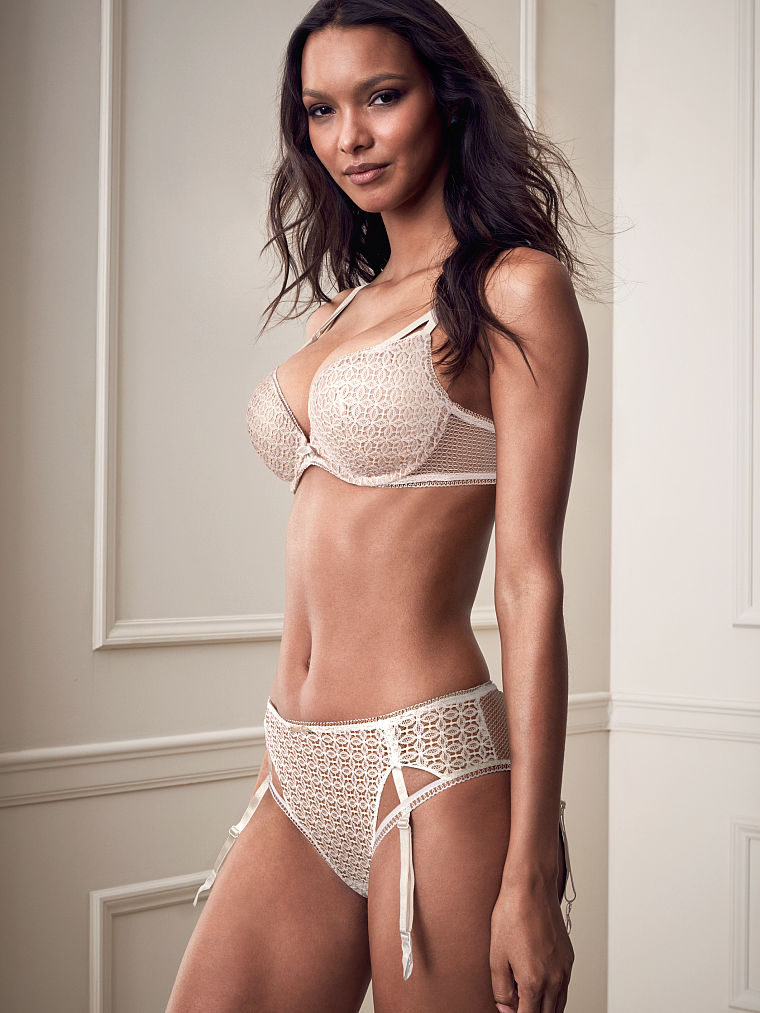 Completo con reggicalze Very Sexy di Victoria s Secret. 7d6aa1ac9cc