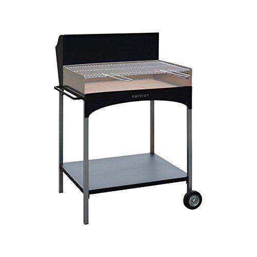 Questo modello può essere a legna oppure a carbonella, pratico ed essenziale