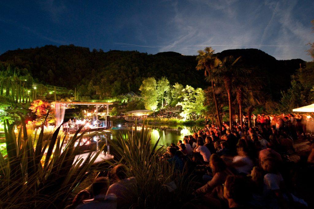 Laghetto delle Ninfee - Giardini di Sissi durante World Music Festival.