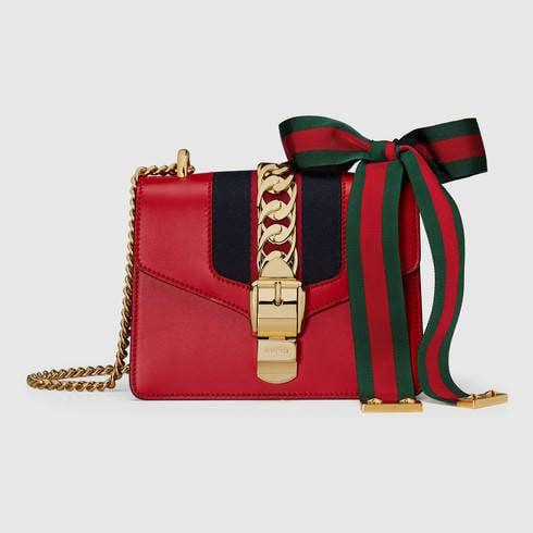 Gucci, borsa a tracolla Sylvie in pelle rossa con catenina