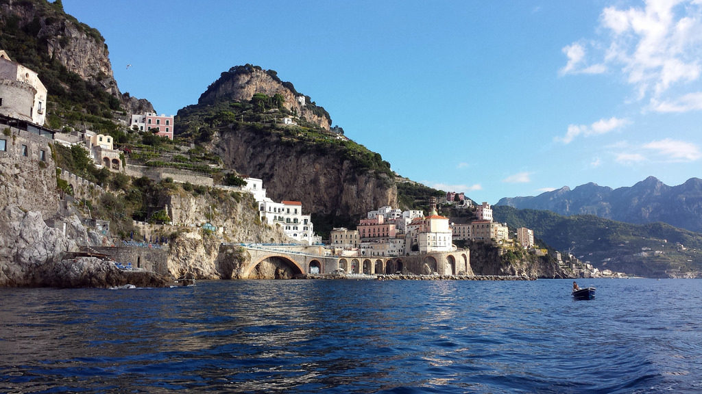 La Costiera Amalfitana è una delle mete più ambìte dell'estate