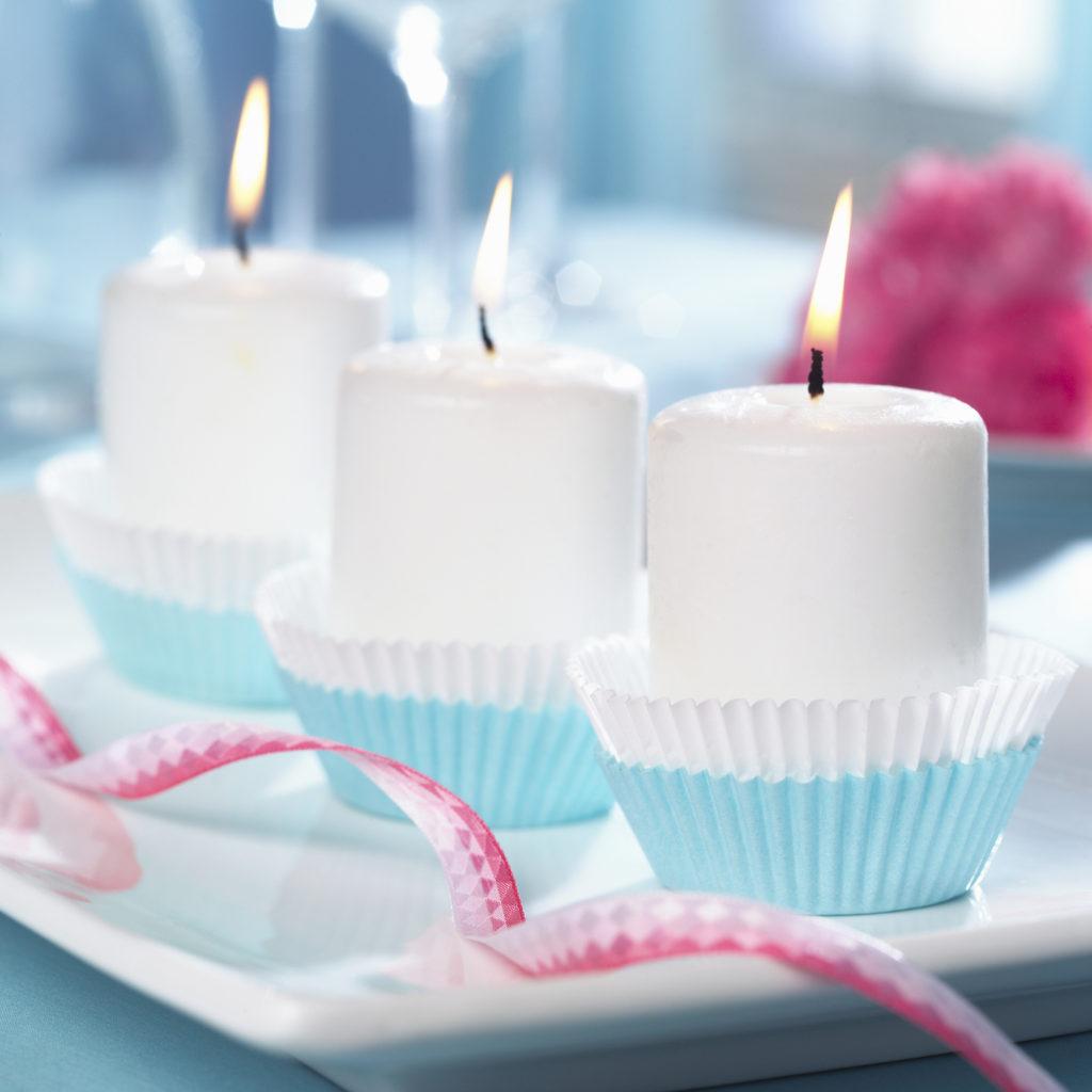 Unisce l'idea del dolcetto a quella della candela.