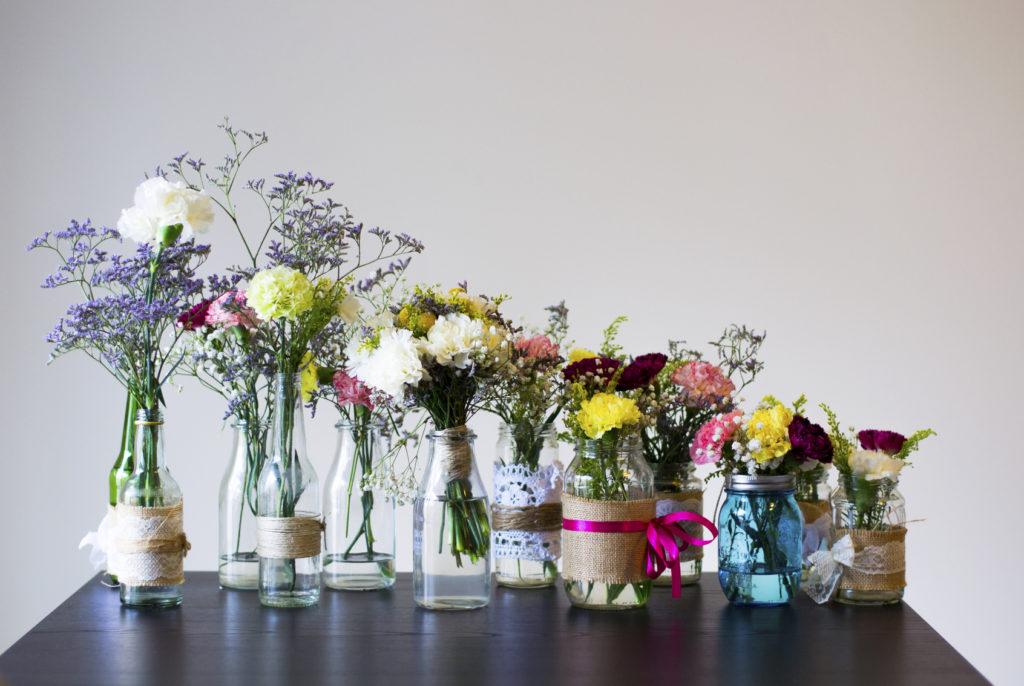 Alcuni esempi di centrotavola di fiori.