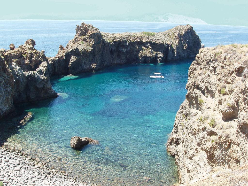 Panarea è una delle più piccole isole appartenenti al gruppo delle Eolie, in Sicilia.