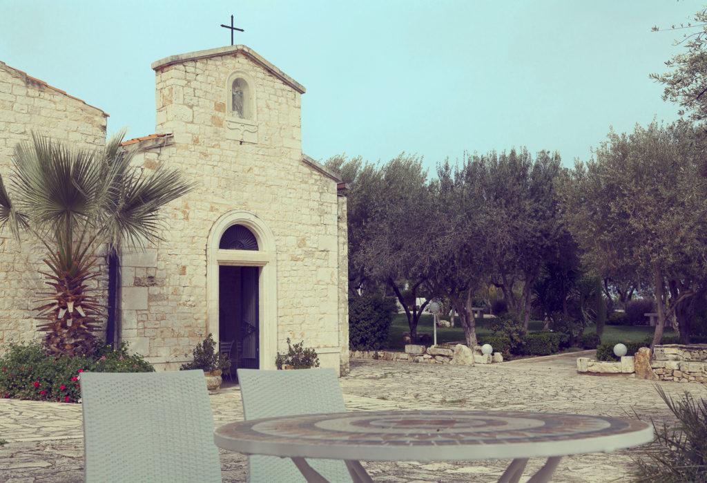 splendida masseria nei pressi di bari con chiesa e giardino di ulivi Masseria Cariello Nuovo