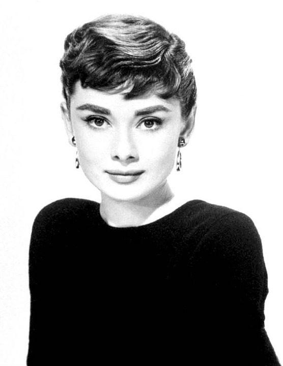 Audrey Hepburn e l'altra faccia delle acconciature anni '50 , i capelli corti.