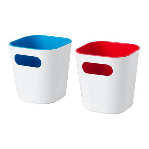 Contenitori Gessan di Ikea 3,99 euro due pezzi. Fatti in plastica PET riciclata.