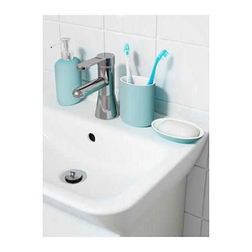 Linea Ekoln di Ikea turchese con dispenser per il sapone, porta spazzolini e porta sapone.