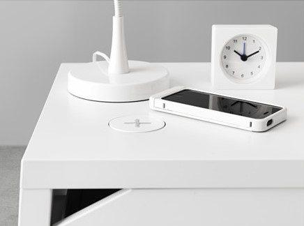 La nuova collezione IKEA di mobili con ricarica wireless integrata.