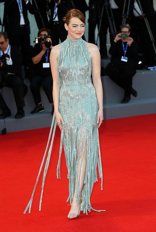 Emma Stone con abito ispirato agli anni '30 di Atelier Versace.
