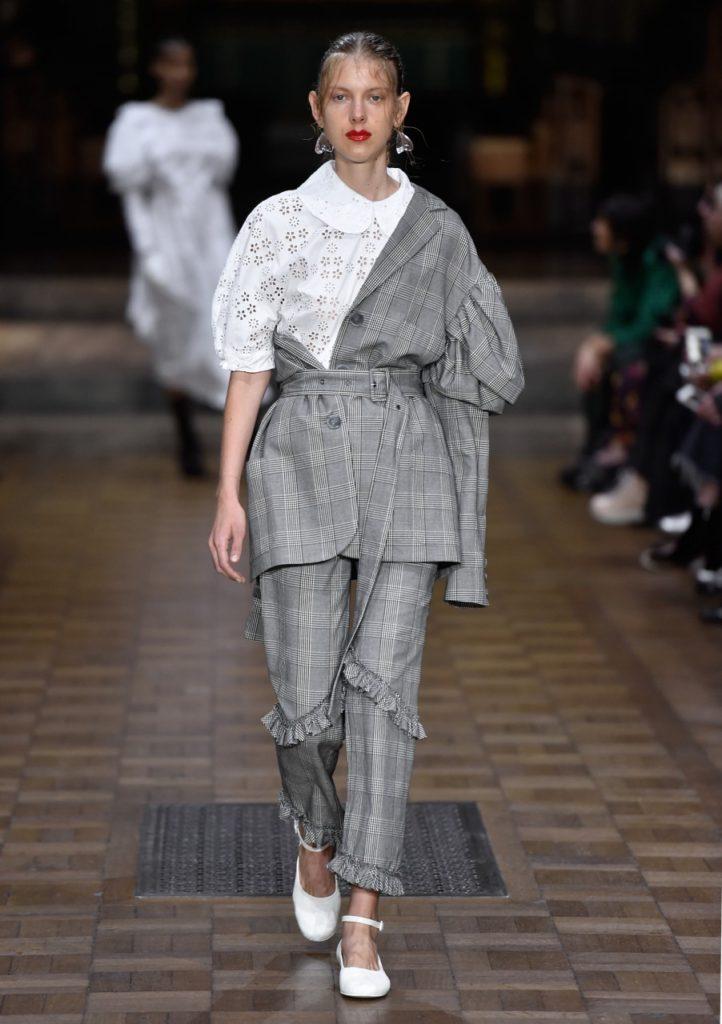London Fashion Week settembre 2016: la collezione Simone Rocha SS 2017.